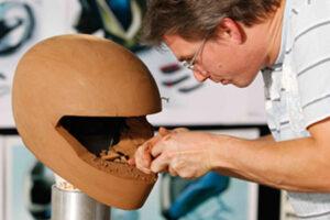 ¿Cómo se hace o se fabrica un casco de moto? ¿Qué materiales se usa?