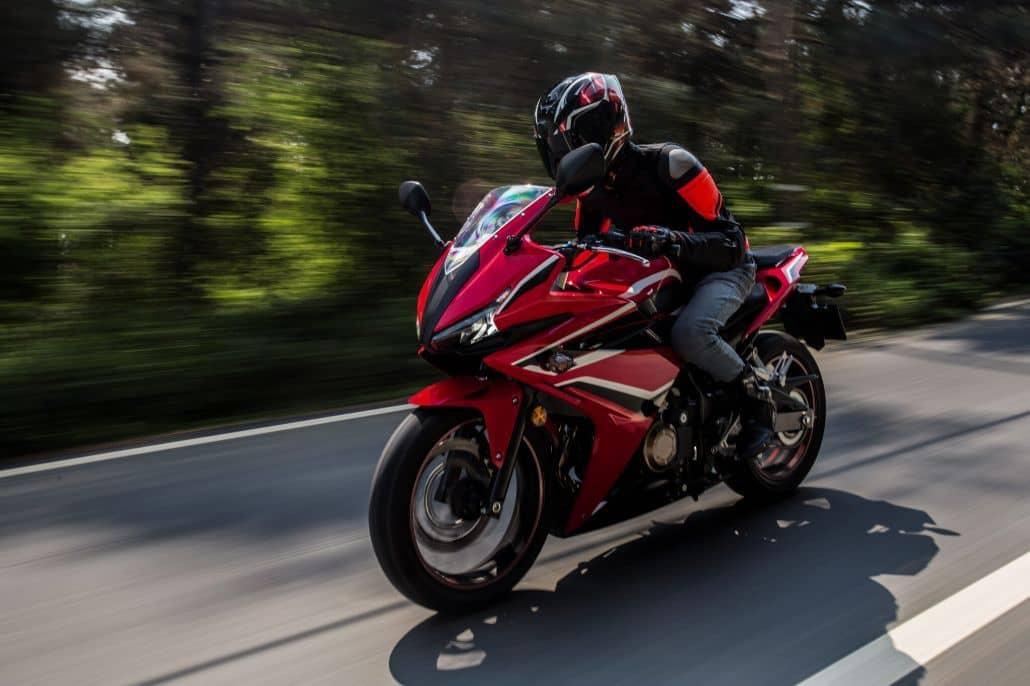 modelo moto deportiva