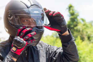¿Cómo tapizar o forrar un casco de moto para que parezca nuevo?