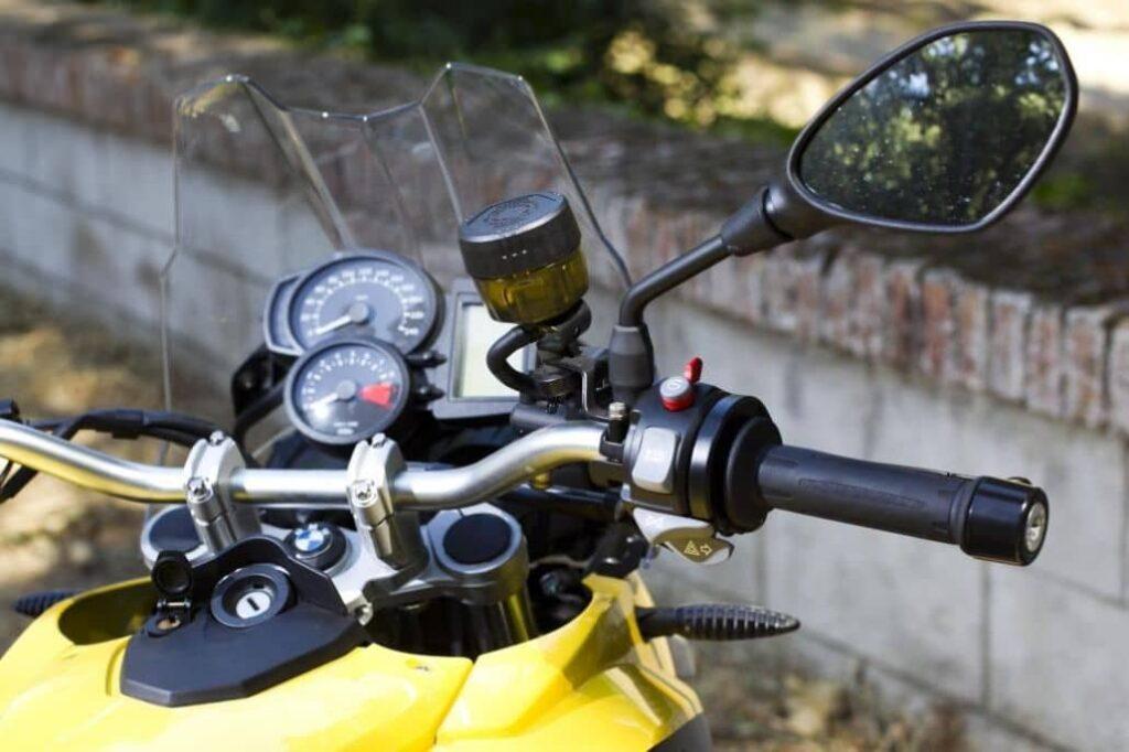 ajustar equipo especial moto