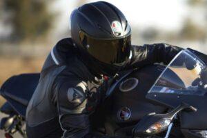¿Cómo puedo saber cuál es el mejor casco para mi moto?