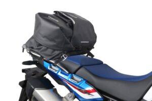 ¿Cómo colocar, montar o instalar una maleta o baúl para tu moto?