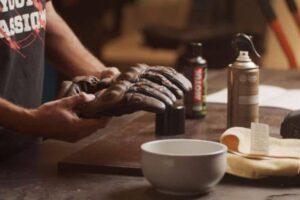 ¿Cómo lavar o limpiar los guantes de moto y quitar el olor? – Por dentro y por fuera