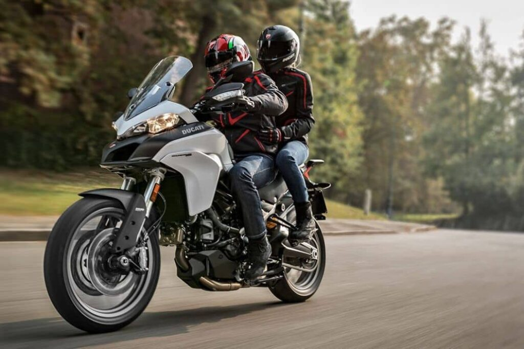 paseo moto dos personas
