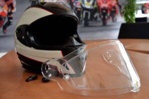 ¿Cómo insonorizar el casco de mi moto y reducir el ruido del viento?