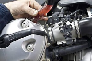¿Cuánto cuesta un cambio de aceite y filtros para la moto?