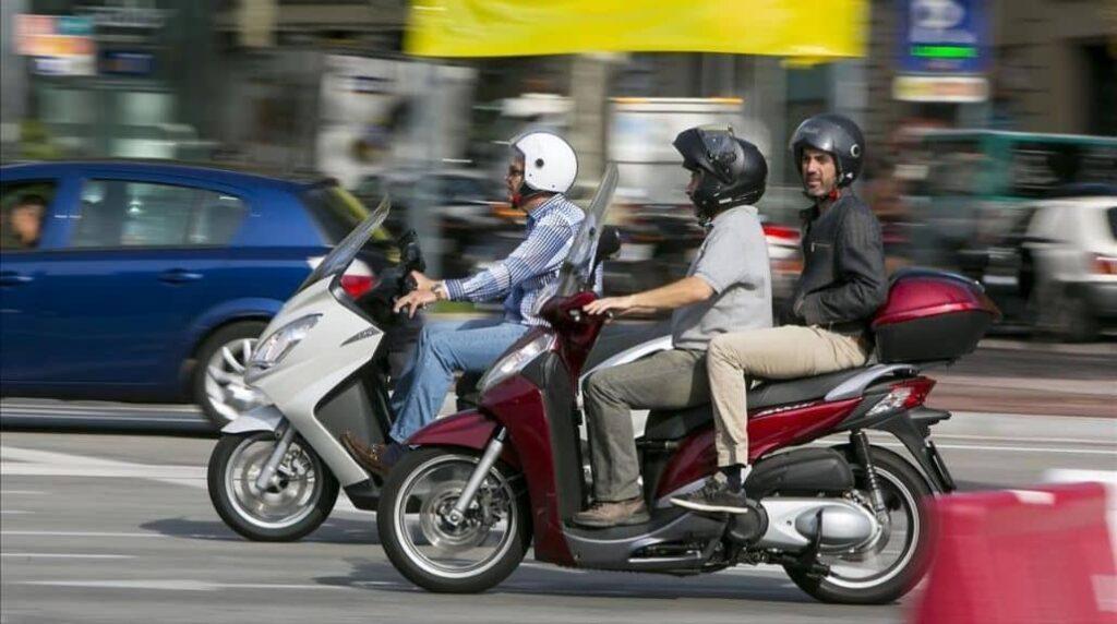 motociclistas corriendo