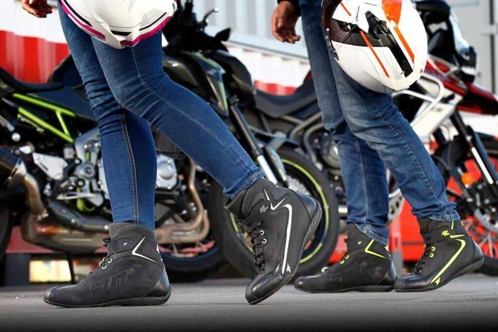 limpiar exterior botas motociclistas