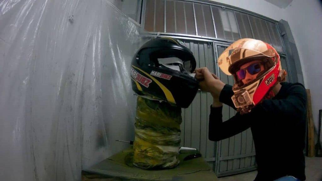 personalizar casco usando aerosol
