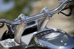 ¿Cómo cambiar el manillar a una moto custom? Paso a paso