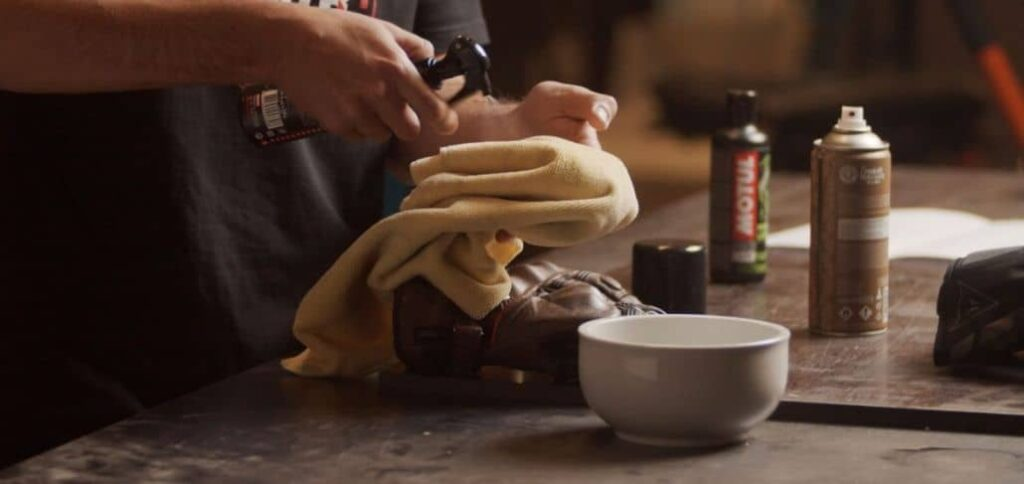 materiales especiales limpiar guantes