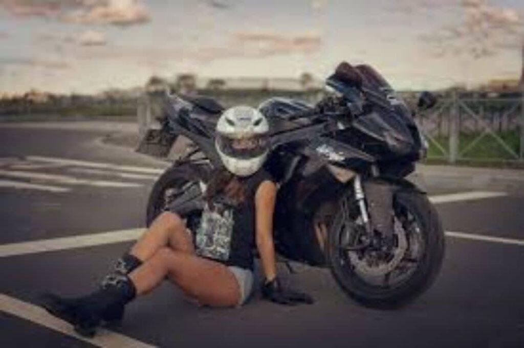 mujer posando atardecer