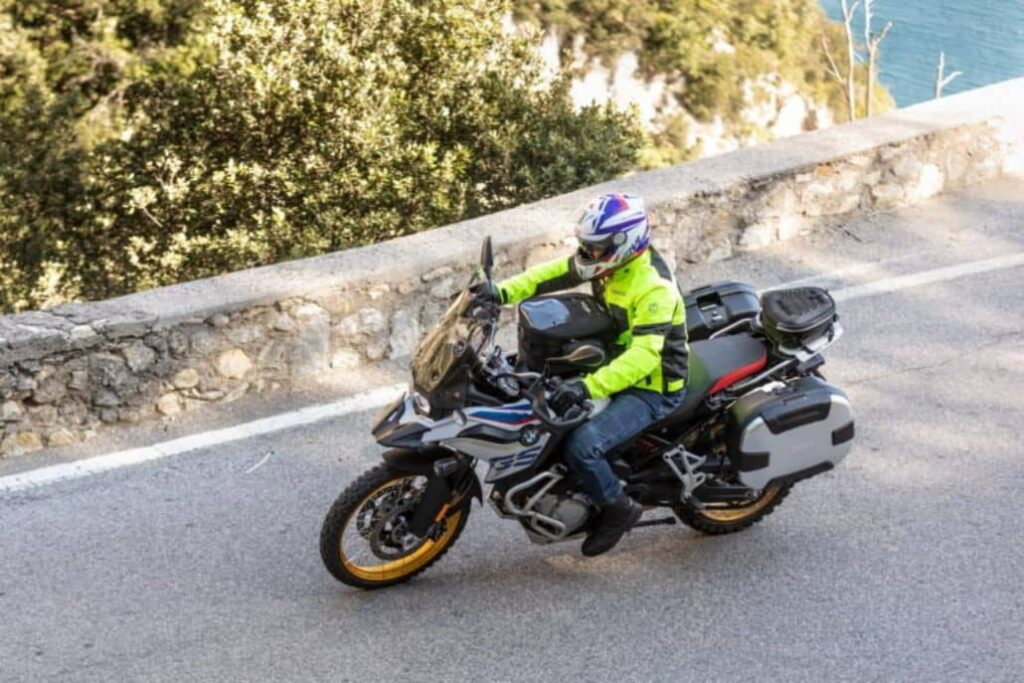 motociclista corriendo
