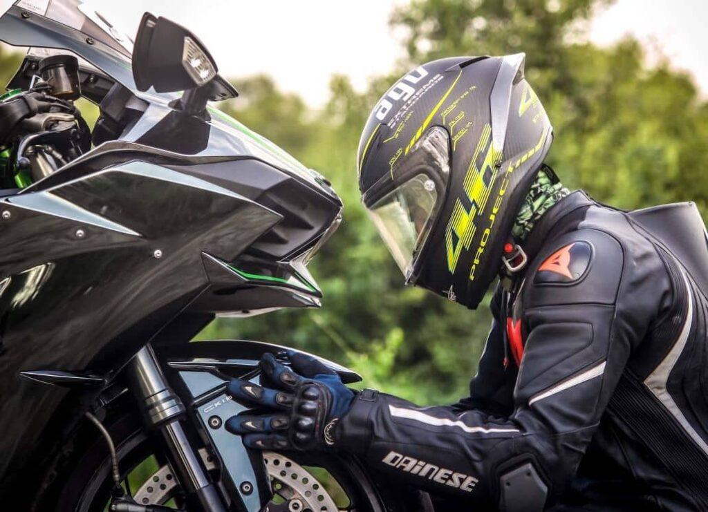 arreglar motocicleta