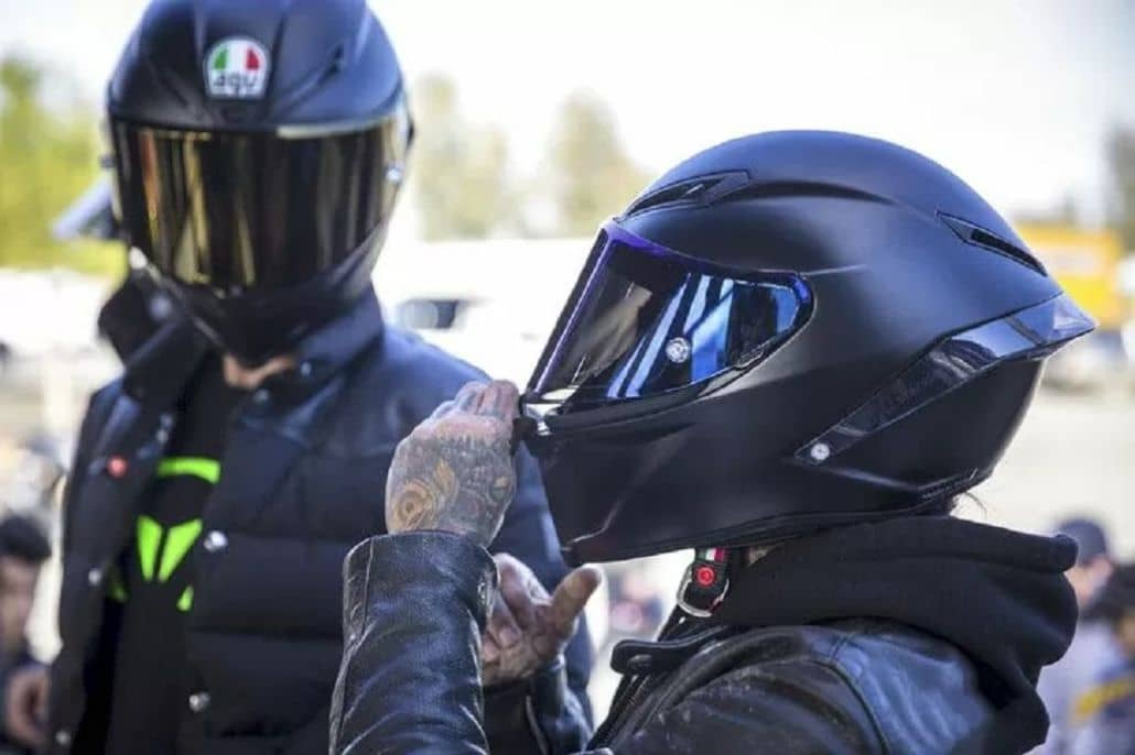 pareja motociclistas