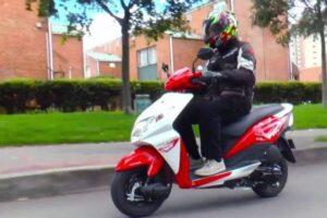 ¿Cómo escoger los mejores cascos baratos para mi moto scooter?
