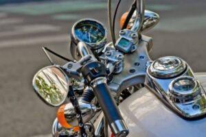 Los mejores espejos retrovisores universales homologados para tu moto