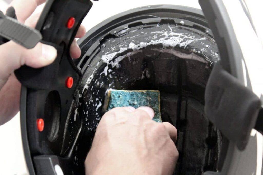 limpiar interior casco