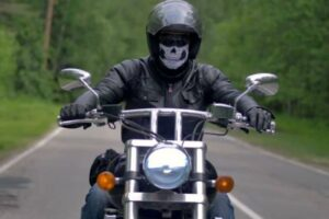5 mejores cascos de moto con máscara facial ¡Increíbles diseños!