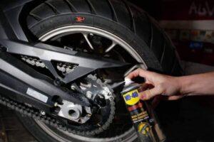 ¿Cuáles son los mejores aceites o grasa para engrasar la cadena de la moto?