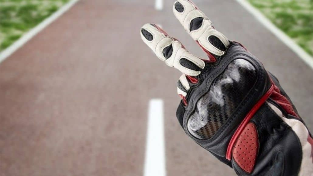 guantes negros rojos