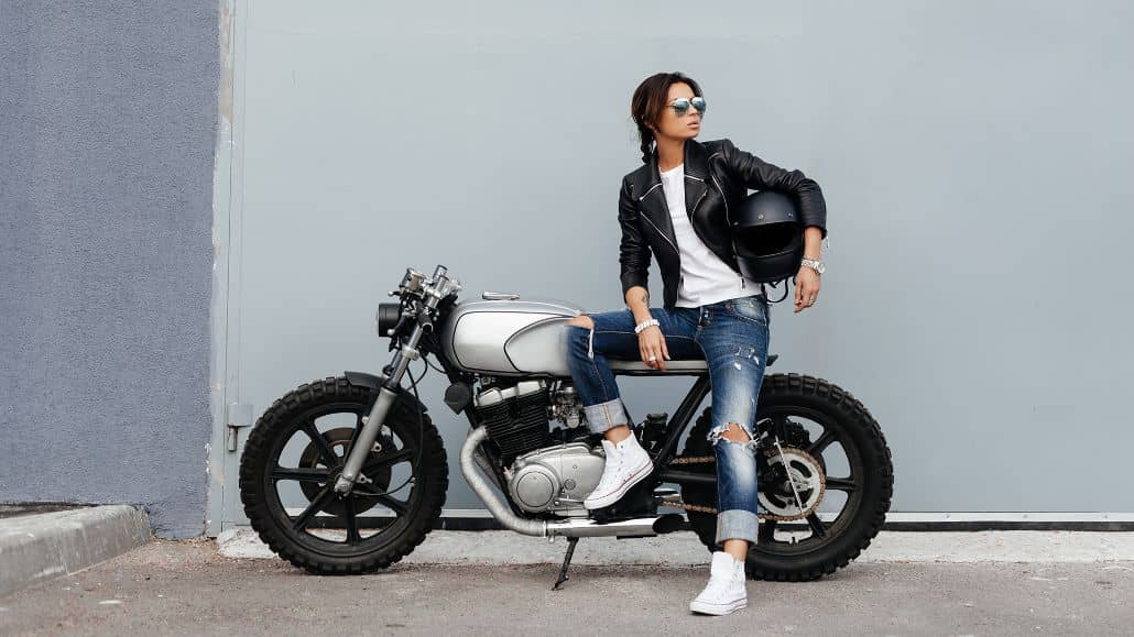 mujer motociclista