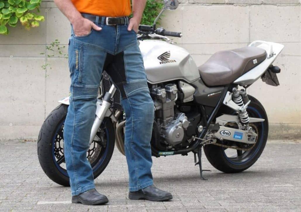 vaqueros especiales motociclista
