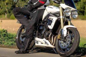 Mejores cubrepantalones de hombre y mujer para la moto