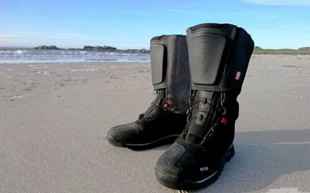 botas negras moto trail