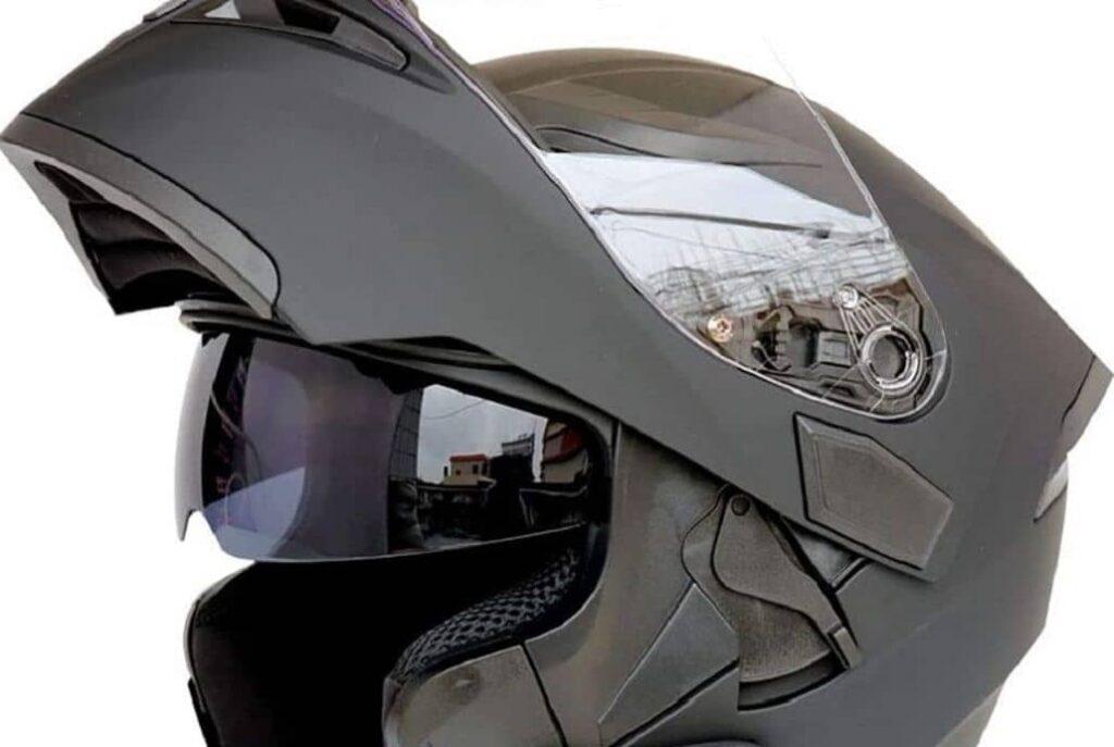 casco motociclista especial