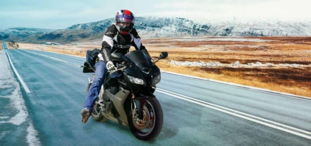 motociclista viajando