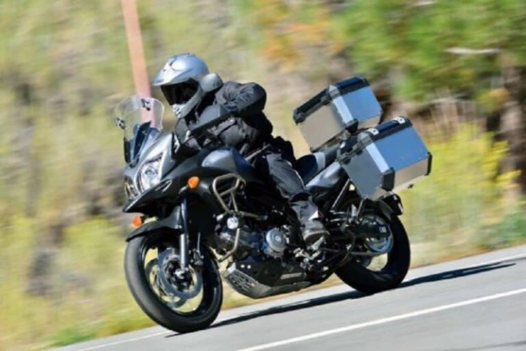 manejar moto gran velocidad