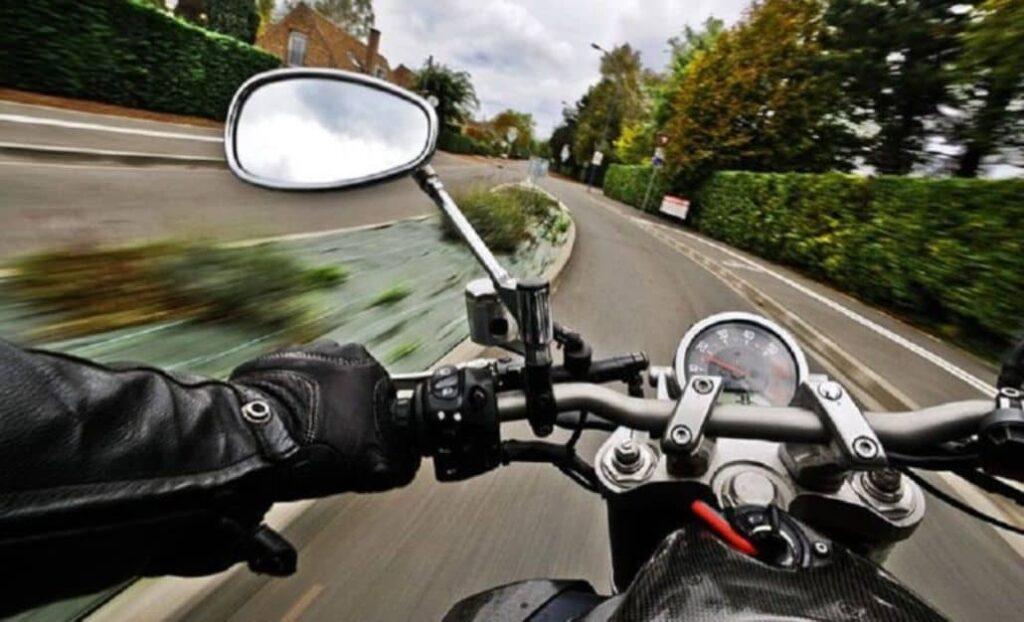 manejar moto rapido